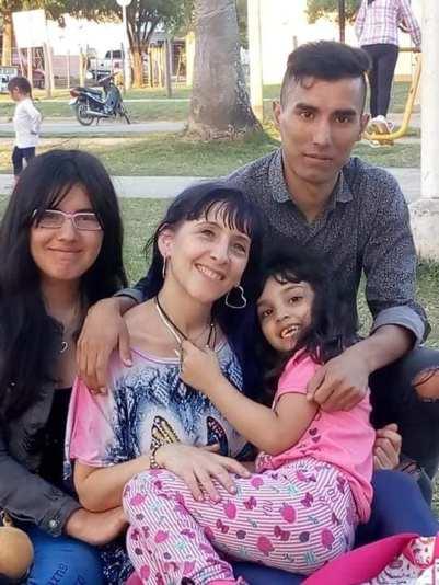 con su mama del corazon, su hermano luis y su hermana Alma del corazon